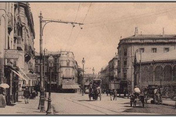 Elles ont été inaugurées en 1880 par Alexandre Laissac, maire de l'époque. Elles étaient alors appelées le marché bas.  (683805)
