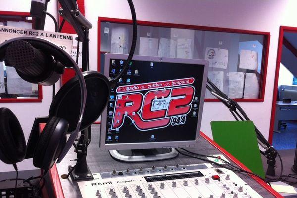 La radio associative RC2 emet dans l'agglomération de Rouen.