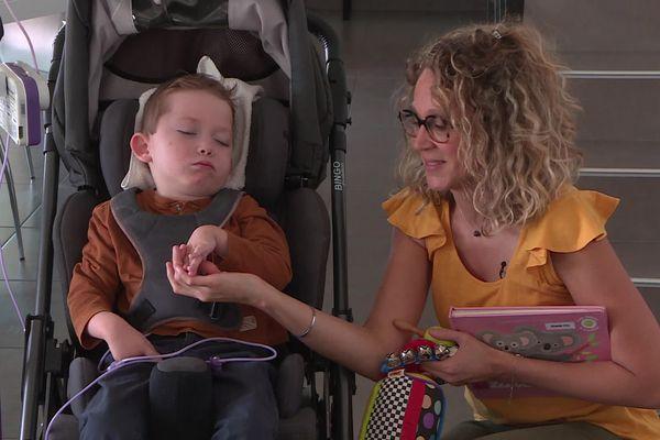 Alexis, 5 ans et demi, est atteint de BPAN(Beta-propeller Protein-Associated Neurodegeneration), une maladie rare, neurodégénérative d'origine génétique. Elodie, sa maman a créé une association pour récolter des fonds pour la recherche.