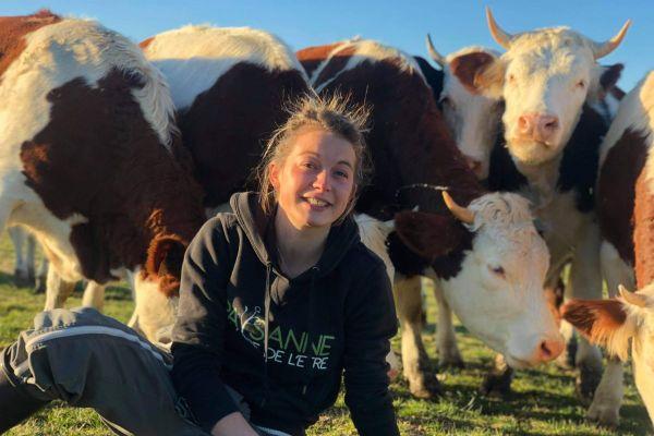A 27 ans, Amandine Marion, agricultrice dans le Puy-de-Dôme, rêve de devenir Miss France Agricole 2021.