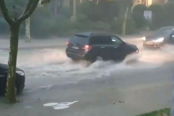Les pluies diluvienne de l'épisode méditerranéen ont piégé les automobilistes, mercredi 23 octobre, à Marseille