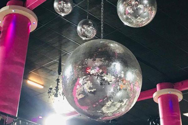 Les boules à facettes ne tournent plus depuis dix mois dans les discothèques.