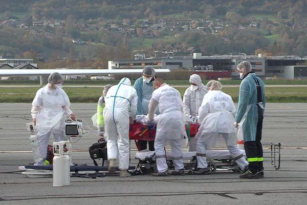 Deux patients ont été transférés ce vendredi 13 novembre de Chambéry vers le Val-de-Loire