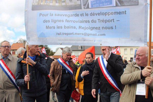 """""""Si nous sommes, nous la gauche, ensemble à Woincourt c'est parce que votre mobilisation est semblable à d'autres partout en France là où ferment des classes, des hôpitaux ou des gares. Nous allons continuer"""", peut-on lire sur le compte Twitter du mouvement Génération.s"""