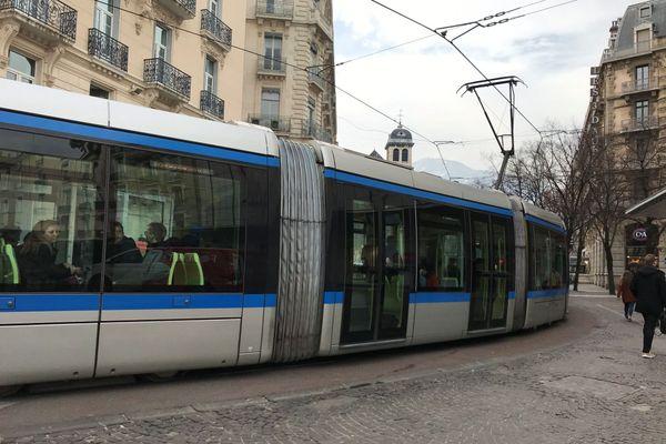 Dans l'agglomération grenobloise, le ticket de bus sera valable toute la journée certains jours du mois de décembre
