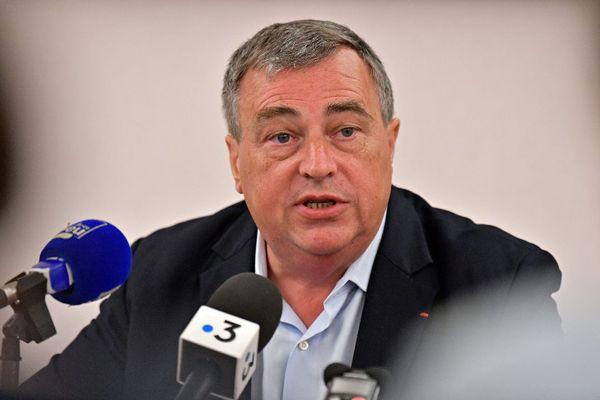 Olivier Carré en conférence de presse après les révélations du Canard Enchaîné.
