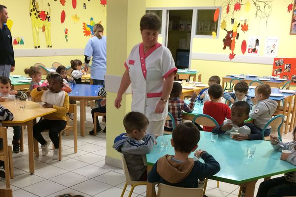 Depuis le 1er novembre 2019, la loi Egalim impose à la restauration scolaire de plus de 200 couverts un repas sans protéines animales chaque semaine.