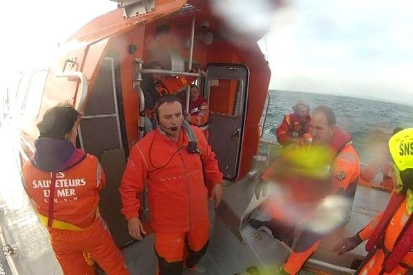 Creux de 2 mètres et vent force 6: la météo est venue compliquer le travail des sauveteurs