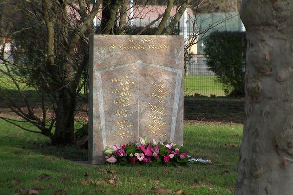 A Blanzy, en Saône-et-Loire, la stèle de l'association Christelle porte les noms de plusieurs personnes disparues ou assassinées en Saône-et-Loire dans les années 1980 et 1990.