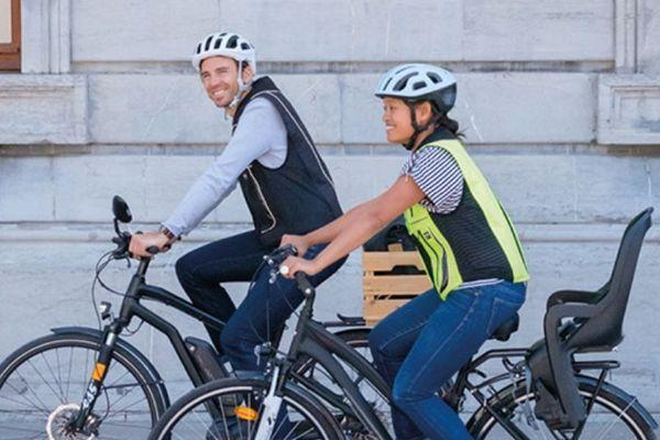 """Le gilet pour cyclistes """"B'Safe"""" est une invention dijonnaise, fabriquée à Fontaine-lès-Dijon"""