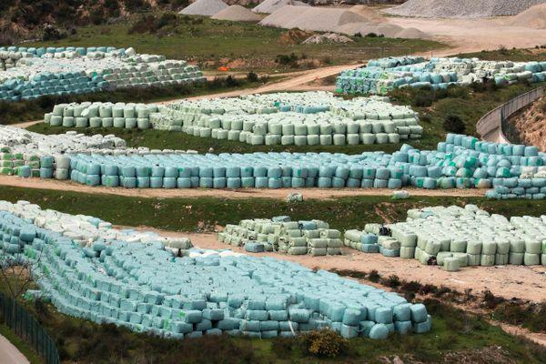 Incapable de gérer ces déchets, la Corse a fini par les expédier sur le continent en avril 2020.