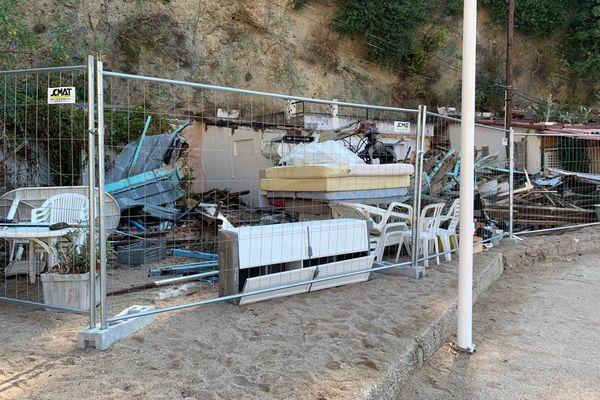 Les propriétaires des cabanons de la plage de la Mala ont commencés à vider leurs biens.