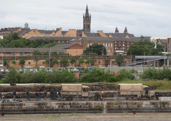 """Le tournage de """"1917"""" sur les docks de Govan, à Glasgow."""