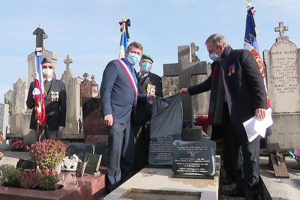 Un Rafale a survolé sa tombe en son honneur
