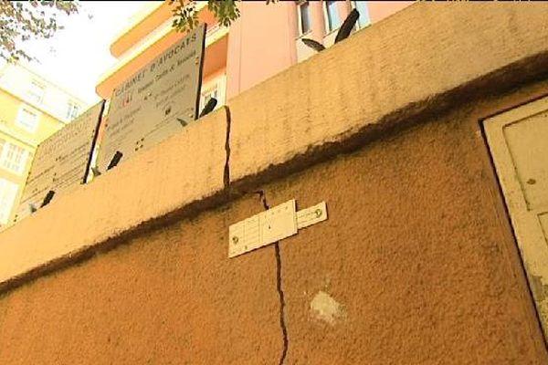 Ces fissures apparues au 27 Bd Dubouchage, à Nice, pourraient être provoquées par le creusement du tunnel du tramway