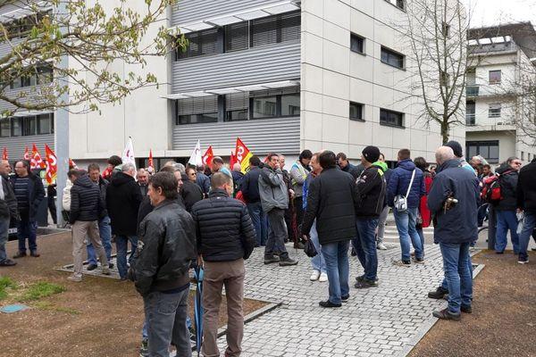 Rassemblement de soutien aux ex GM&S à Limoges vers 14 heures.