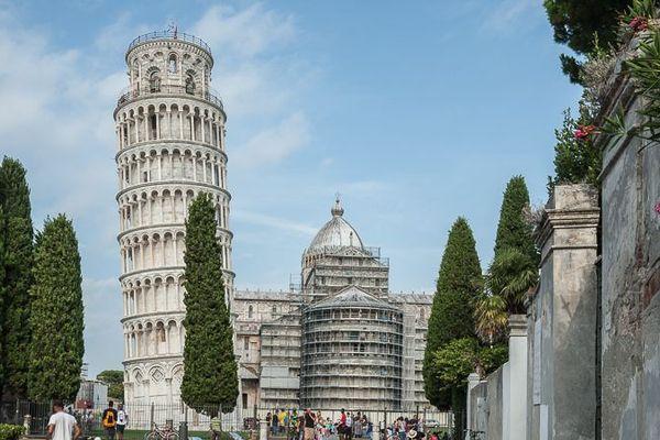 La Tour de Pise se redresse mais les visiteurs gardent un penchant pour elle