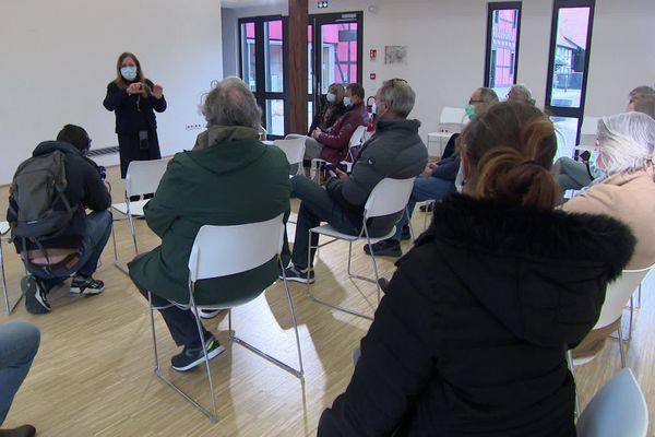 Réunion d'informations à la mairie de La Wantzenau pour les habitants venus chercher des réponses concernant le séisme ressenti ce matin