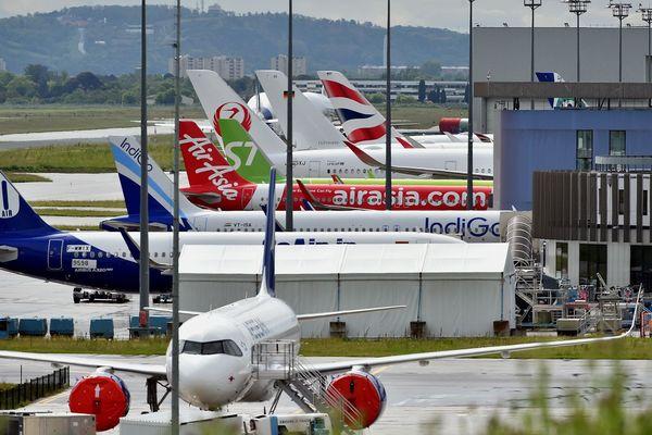 Des appareils Airbus en attente de livraison à l'aéroport Toulouse Blagnac, le 30 avril 2020