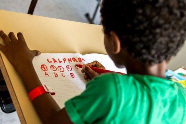 """Depuis le printemps 2016, une classe a été ouverte pour les enfants de la """"Jungle"""" au centre Jules Ferry à Calais"""
