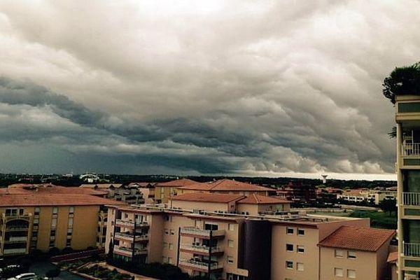 Un ciel nuageux et chargé au dessus de l'Hérault - août 2015.