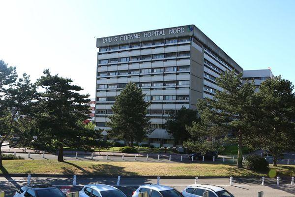 La patiente a été transférée au service d'infectiologie du CHU de Saint-Etienne
