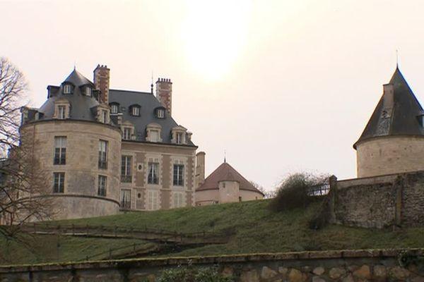Le château d'Apremont-sur-Allier, dans le Cher, voisin du projet de parc éolien
