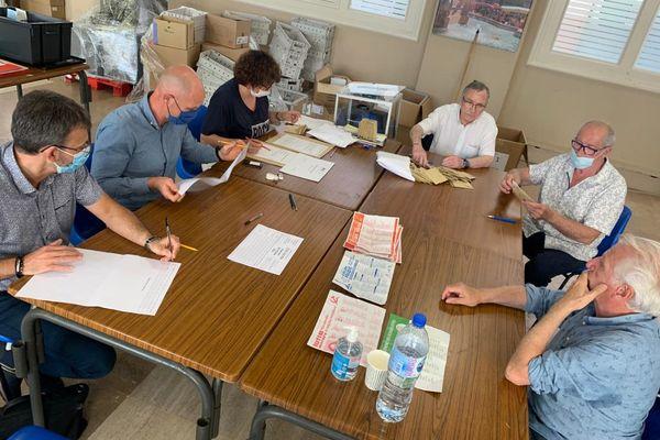 Dépouillement des votes en mairie de Carcassonne pour le premier tour des élections régionales et départementales, le 20 juin 2021.