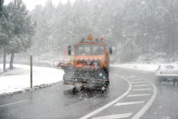 Premières neiges dans les Pyrénées. elle ne devraient pas tenir longtemps.
