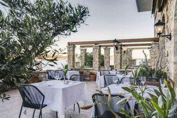 """""""Dans nos hôtels, il est possible d'accueillir la majorité des clients en extérieur pour la restauration, c'est assez simple pour maintenir la distanciation sociale """" souligne Frédéric Vincent."""