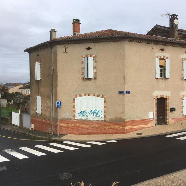 Les tagueurs n'on pas épargné les murs des habitants de Saint-Juéry.