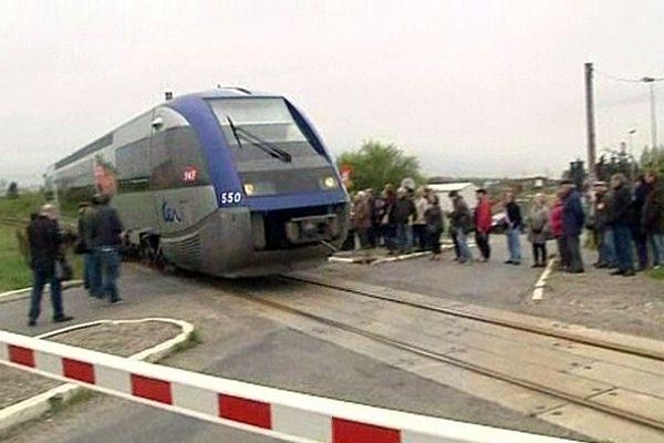 Carcassonne - manifestation pour la rénovation de la ligne TER vers Quillan - 11 avril 2013.