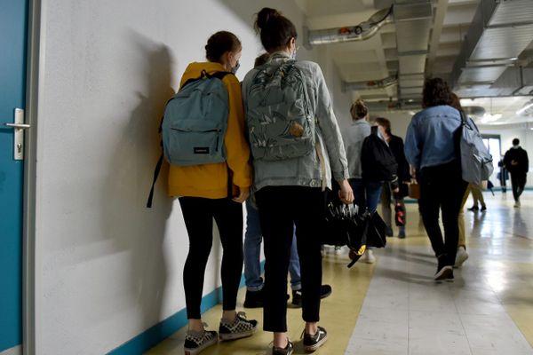 Illustration. Etudiants lors des épreuves en présentiel du BTS le 10 mai 2021.
