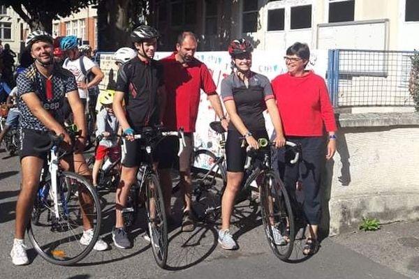 Charline et Théo Pouillet au départ de leur traversée à vélo