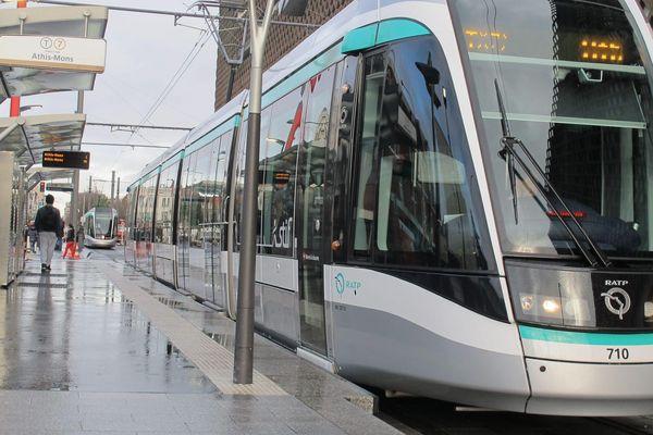 Un tramway de la ligne T7 a été percuté par un camion au niveau de la commune de Paray-Vieille-Poste. (Photo d'illustration)