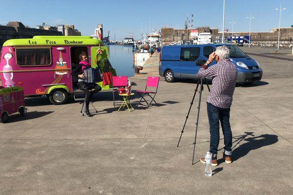 Le bassin du port de Saint-Nazaire a plusieurs fois servi de cadre au tournage de Pascala et des Fées Bonheur