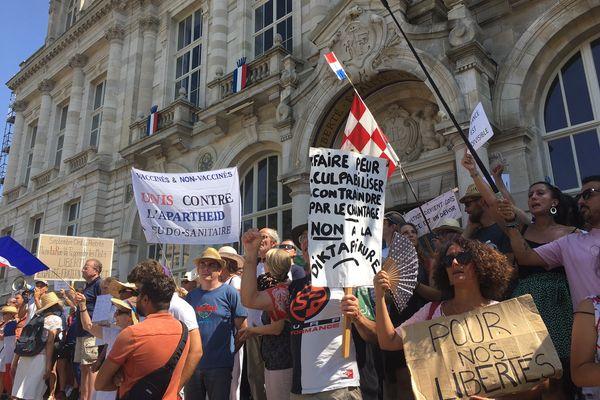 Encore une forte mobilisation des anti pass sanitaire ce samedi 14 août dans les rues de Limoges