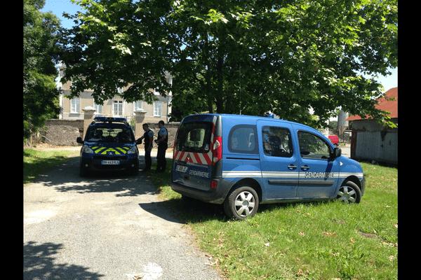 Le 18 juin, les gendarmes perquisitionnent la propriété, alors que Yann Marchand vient d'avouer avoir tué son épouse.