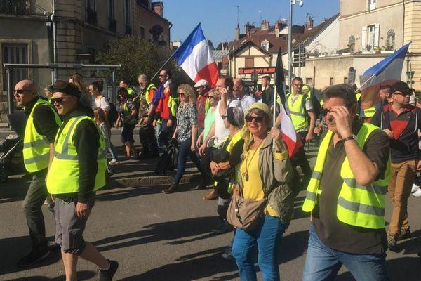 Les manifestants sont partis de la place de la République à Dijon, samedi 23 mars