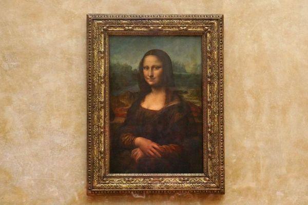 La Joconde de Léonard de Vinci, au musée du Louvre à Paris et Françoise Nyssen au Louvre-Lens ce mardi