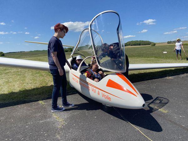 Certains sont venus pour effectuer des vols d'essais, d'autres pour prendre des informations.
