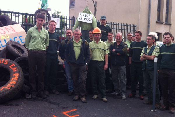 Le personnel de l'ONF a montré sa colère en bloquant l'agence de Charleville-Mézières