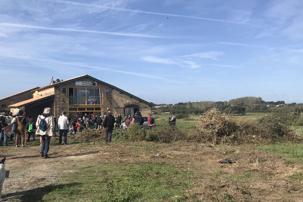 Occupation d'une ferme à Brétignolles sur Mer contre le projet de port