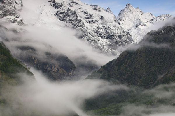 Deux alpinistes allemands légèrement blessés ont passé la nuit dans le couloir principal du pic Coolidge