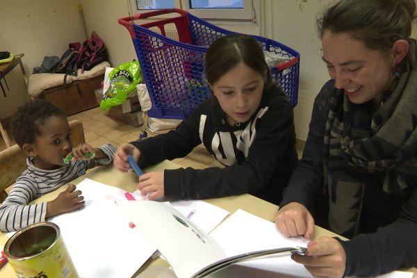 A Caen, des étudiants bénévoles animent l'école nomade