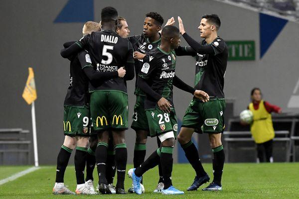 Les joueurs du RC Lens vont enfin retrouver la Ligue 1 après 5 ans d'absence.