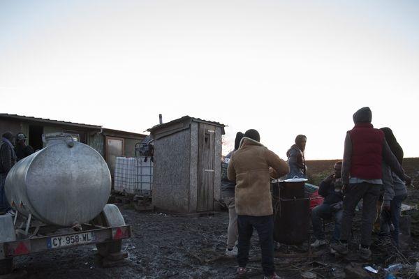 Camp de réfugiés de Norrent-Fontes à 60km de la Jungle de Calais.