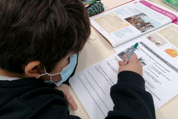 Le 2/11/2020 - Rentrée scolaire dans une école primaire après les vacances de la Toussaint.