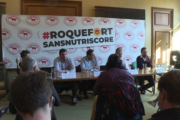 Eleveurs et producteurs de fromage ont donné une conférence de presse à Millau ce lundi matin pour dénoncer la classification établie par Nutri-Score.