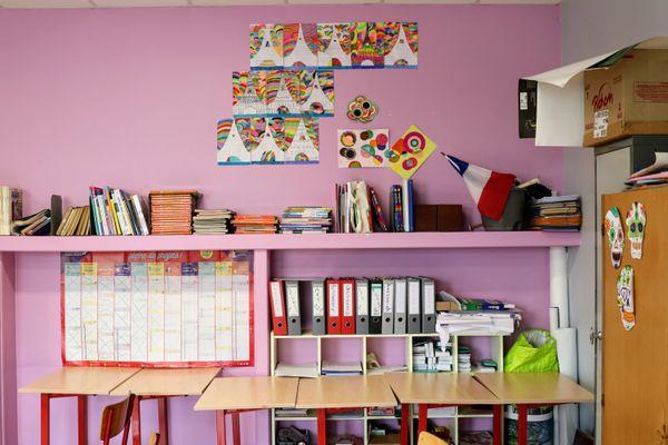 Dans les établissements scolaires du Nord et du Pas-de-Calais, de la maternelle jusqu'au lycée, un cas positif parmi les élèves déclenche la fermeture de la classe entière.